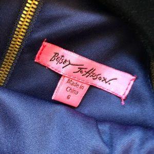 Betsey Johnson Dresses - NWOT Betsey Johnson dress